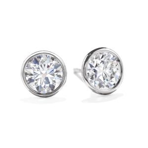 Elegantes pendientes de diamantes en chatón
